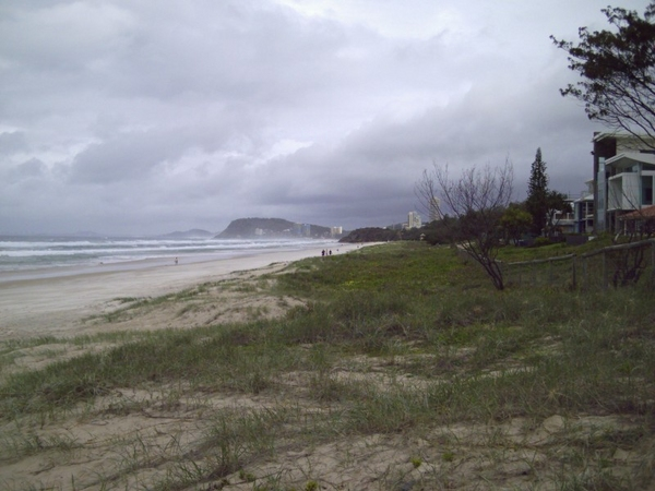kirra_point_view_from_far_away